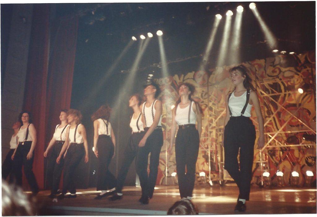 1991: Réalisation d'un décor de théâtre. 12 m x 5 m.